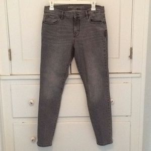 9059d584461f Old Navy curvy profile gray jeans. Size 10🌟